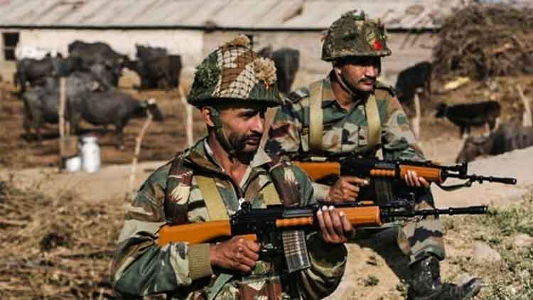 ভারতীয় সেনাবাহিনীর অত্যাধুনিক অস্ত্রভাণ্ডারে তৎপর কেন্দ্র