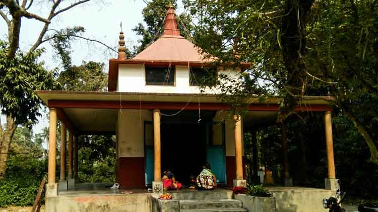 বাদুড়িয়ায় ১৫০০ বছরের প্রাচীন কালী মন্দিরে চুরি গেল ৭ ভরি গহনা