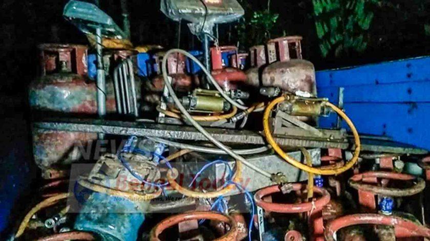 অবৈধ গ্যাস কারবারের পান্ডা গ্রেফতার, উদ্ধার ৫০ টি গ্যাস সিলিন্ডার সহ গ্যাস ভরার যন্ত্র