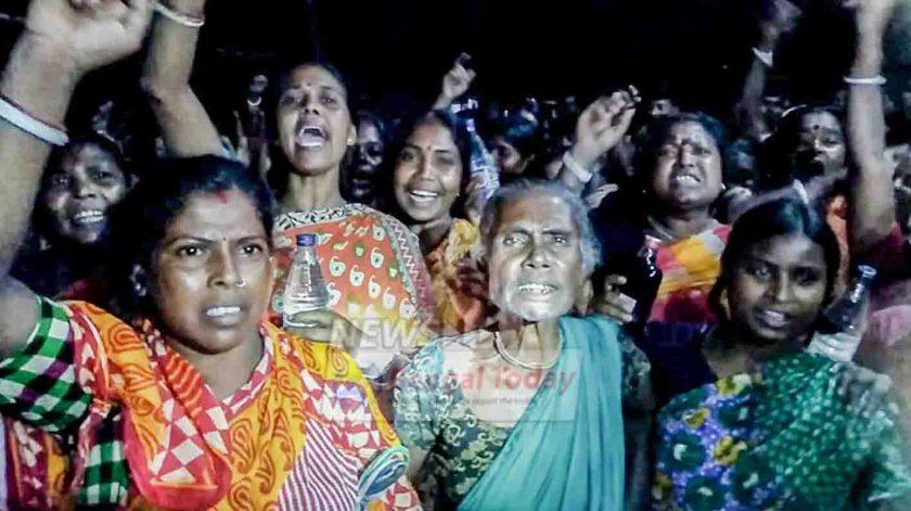 মদ খেয়ে মৃত্যুর অভিযোগ, ভাঙচুর এলাকার দুটি মুদী দোকান, থানায় টাকা দিয়ে মদ বিক্রির অভিযোগে বিক্ষোভ এলাকাবাসীদের পুলিশের বিরুদ্ধে