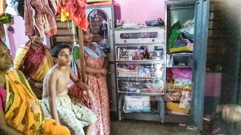 বাগদা থানার অন্তর্গত নঞ্চেপতায় ১০ বছরের বালকের মাথায় পিস্তল ঠেকিয়ে ডাকাতি