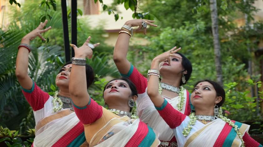 শিলিগুড়ি ও কলকাতার যৌথ উদ্যোগে দুই বাংলার শিল্পীদের নিয়ে সাংস্কৃতিক অনুষ্ঠান ইচ্ছেবাড়িতে